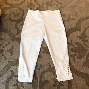 Attire White Capri pants